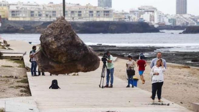 Retirada de las piedras que dañaron El Confital (Gran Canaria)