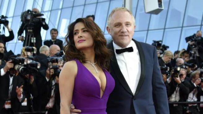 La actriz Salma Hayek llega con su marido el empresario francés Francois-Henri Pinault al festival de Cannes 2015. La intérprete mexicana contrajo matrimonio con el magnate galo del lujo en 2009.
