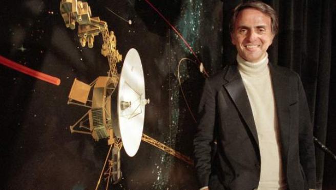 El profesor, escritor y divulgador Carl Sagan.