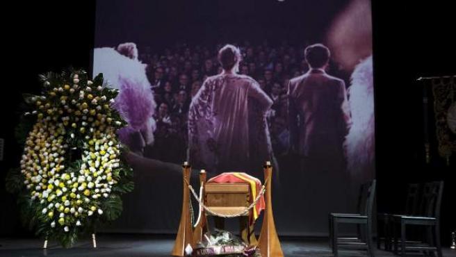 El féretro con los restos mortales de la actriz Lina Morgan, que murió en Madrid a los 78 años el 20/08/2015