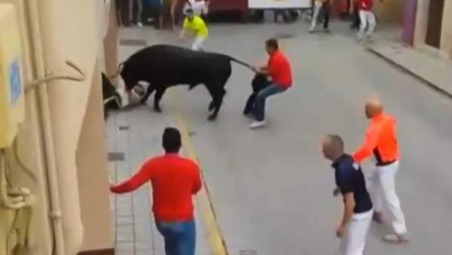 Momento de la cogida mortal ocurrida en el encierro de Peñafiel este 15 de agosto.