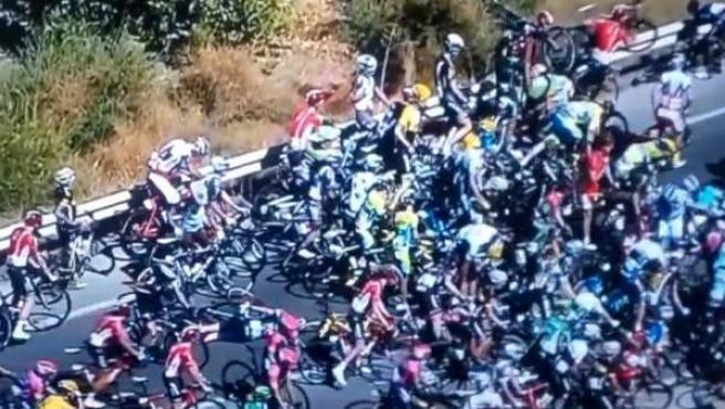 Caída masiva en la segunda etapa de la Vuelta.