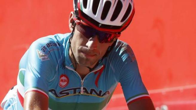 El ciclista italiano del equipo Astana, Vicenzo Nibali, a su llegada a la meta de la segunda etapa de la Vuelta Ciclista a España.