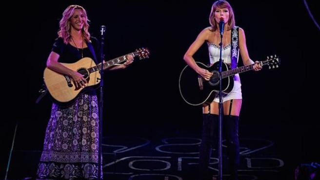 Vídeo del día: Taylor Swift y Lisa Kudrow cantan 'Smelly Cat'