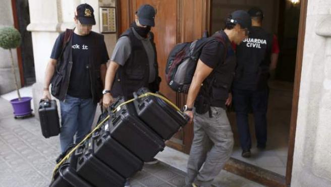 Agentes de la Guardia Civil están registrando la sede de la fundación de Convergència, Catdem, y cuatro ayuntamientos catalanes.