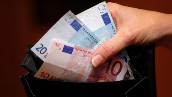 Pagar con dinero en efectivo activa en el cerebro el sistema de aversión a la pérdida.