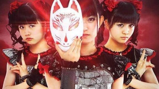 Las tres chicas de Babymetal, en la portada de Metal Hammer en Japón.