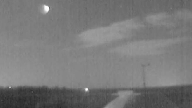 Instantánea de la bola de fuego por el impacto de una roca procedente de un asteroide contra la atmósfera, vista en varias zonas de España.