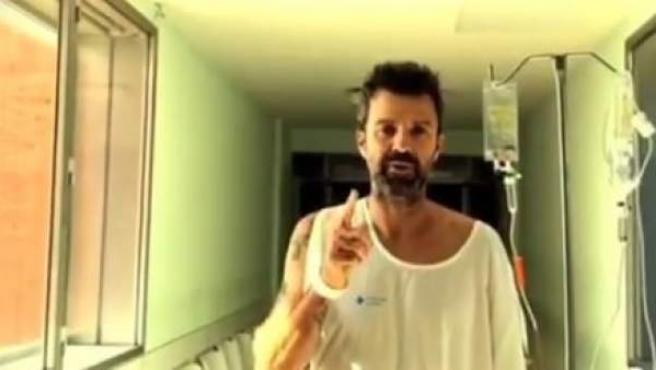 Pau Donés, en el vídeo que ha difundifo desde el hospital.