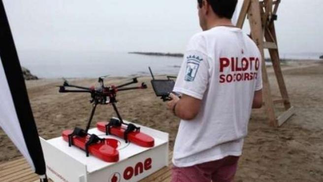 Utilizan la tecnología de los drones para rescatar un bañista