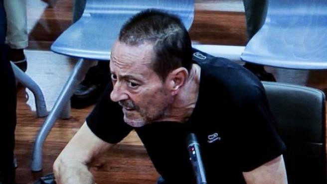 El exalcalde de Marbella Julián Muñoz asiste a la primera sesión del juicio por el caso Fergocon, con un estado de salud muy deteriorado.