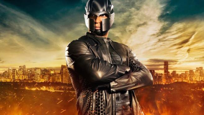 'Arrow': ¿Se parece demasiado el casco de Diggle al de Magneto?
