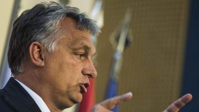 <p>El primer ministro húngaro, el conservador nacionalista Viktor Orbán, durante una rueda de prensa.</p>