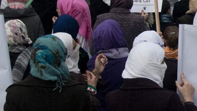 Mujeres sirias de espaldas.