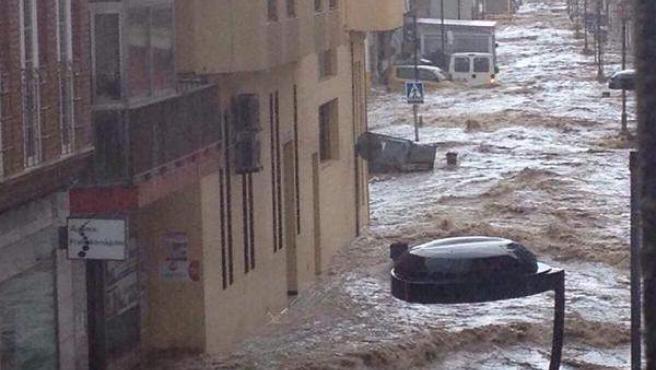 Las calles de la localidad de Adra (Almería), anegadas tras una gran tromba de agua.