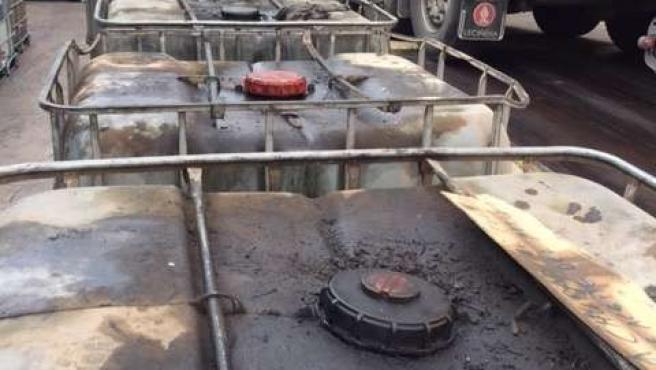 Depósitos con aceite industrial usado