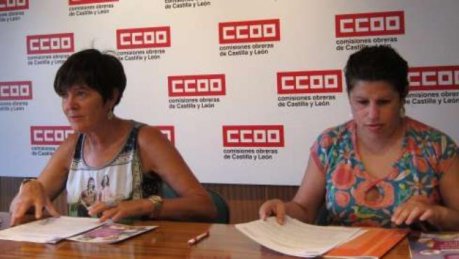 Las sindicalistas Rosa Eva Martínez y Elena Pinilla, de CC.OO.