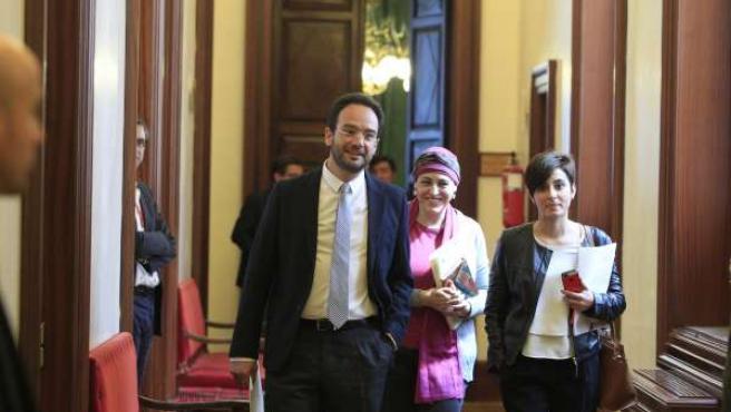 Antonio Hernando en los pasillos del Congreso