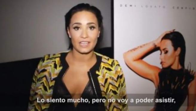La cantante estadounidense Demi Lovato, disculpándose ante sus fans españoles.