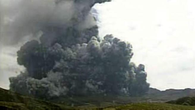 Una imagen del monte Aso, en Japón, en plena erupción.