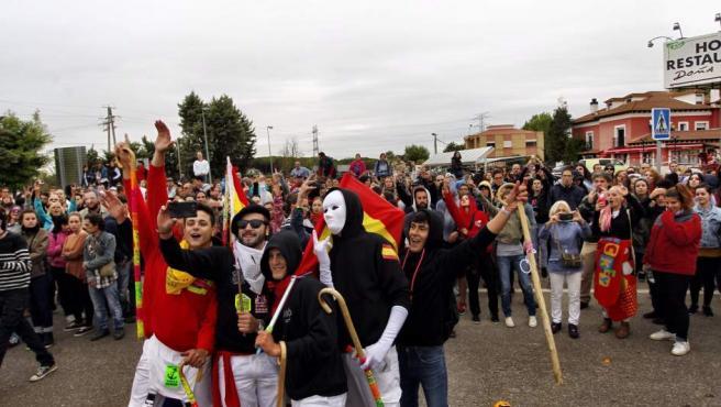 Jovenes favorables a la celebración de el Toro de la Vega en Tordesillas.