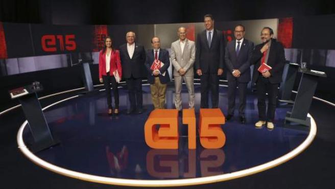 Los candidatos a las elecciones catalanas Raül Romeva, de Junts pel sí; Inés Arrimadas, de Ciutadans; Lluís Rabell, de Catalunya sí que es Pot; Miquel Iceta, del PSC; Xavier García Albiol, del PPC; Antonio Baños, de CUP, y Ramón Espadaler, de Unió, posan antes del debate en TV3.