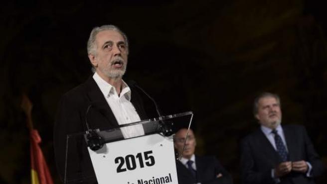 El director madrileño Fernando Trueba, al recoger en San Sebastián el Premio Nacional de Cinematografía 2015.