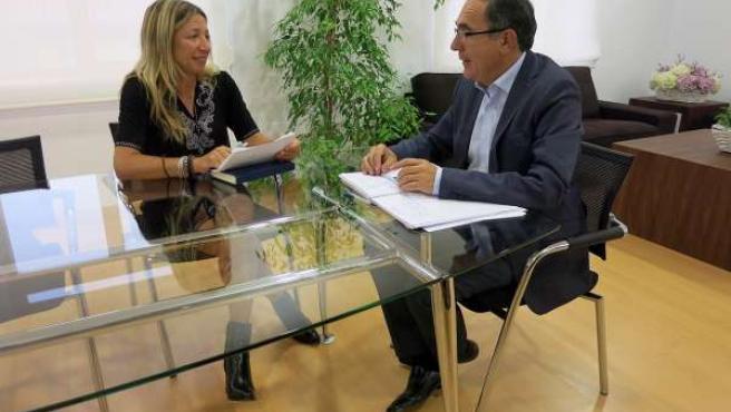 Reunión entre Ayuntamiento de Torrelavega y APEMECAC
