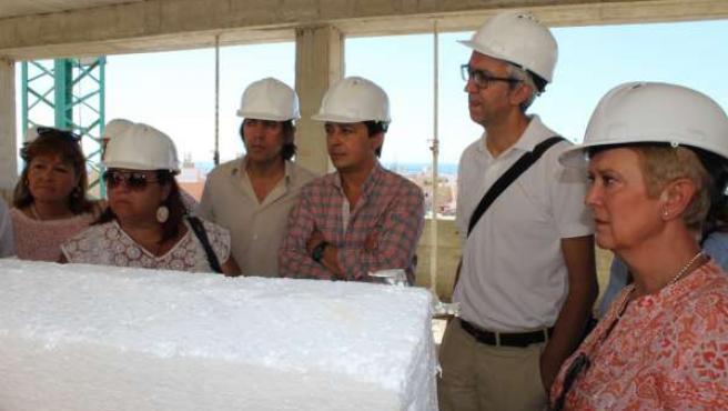 Visita del gobierno local de Almería al Mesón Gitano