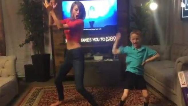 Dylan Barnes y Taylor Swift bailan juntos