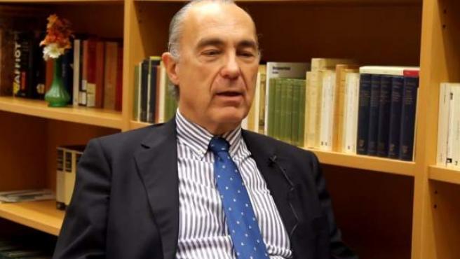 El poeta Luis Alberto de Cuenca, en una imagen de archivo.