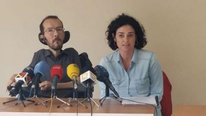 Los diputados de Podemos Pablo Echenique y Erika Sanz.