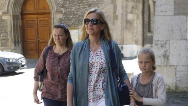 La Infanta Cristina con su hija y su prima por las calles de Ginebra este mes de junio.