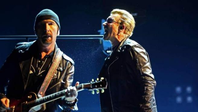 Miembros de U2 durante un concierto en el Palau Sant Jordi.
