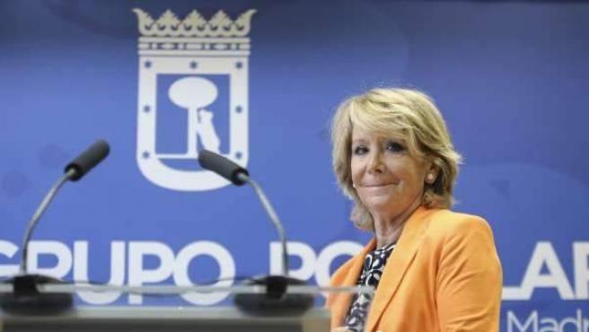 La presidente del PP de Madrid Esperanza Aguirre, en una rueda de prensa.
