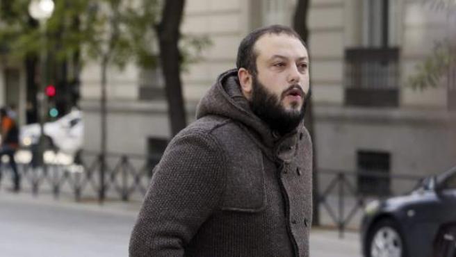 El edil de Ahora Madrid Guillermo Zapata, a su llegada a la Audiencia Nacional para declarar ante el juez Santiago Pedraz como imputado por un delito de humillación a las víctimas del terrorismo.