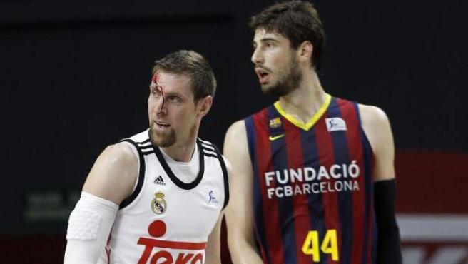 Andrés Nocioni y Ante Tomic en la final de la ACB de 2015.