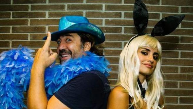 Javier Bardem y Penélope Cruz, disfrazados en un concierto de U2 en Barcelona.
