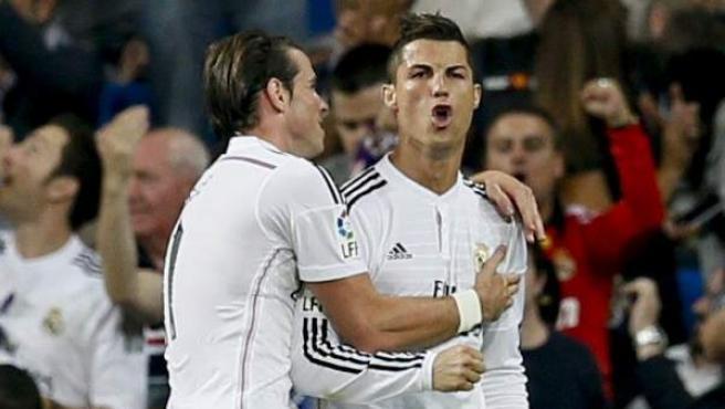 Cristiano Ronaldo y Gareth Bale celebran uno de los goles ante el Elche.
