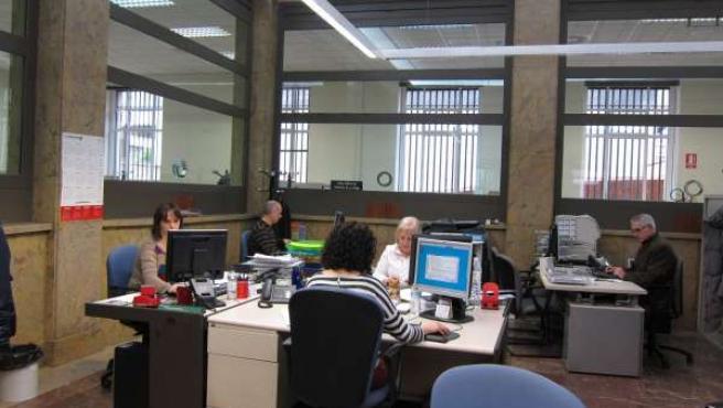 Funcionarios trabajando en La Rioja
