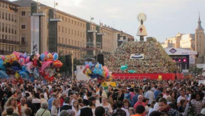 Récord de participación en la Ofrenda de Flores a la Virgen del Pilar.