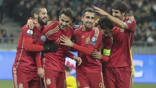 Los jugadores de la Selección Española celebran el primer gol marcado ante Ucrania.
