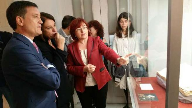 Exposición 'El Tabaco Del Rey', Que Reúne El Legado Documental De La Fundación A
