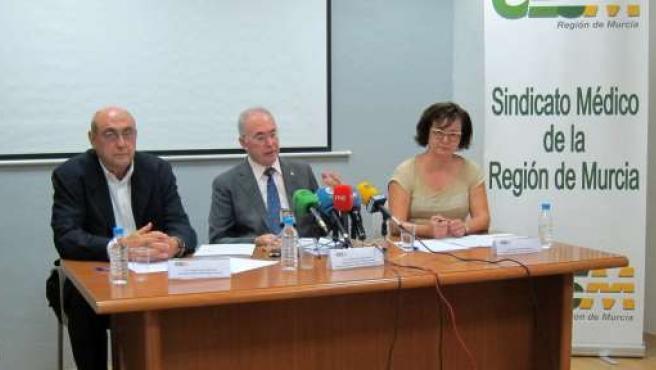 Rueda de prensa Sindicato Médico, con Francisco Miralles, en el centro
