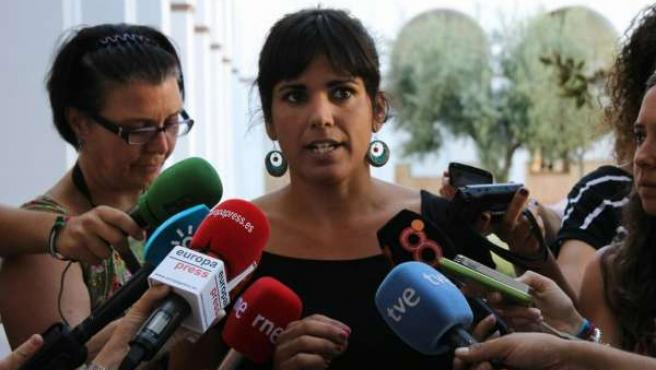 Teresa Rodríguez de Podemos en atención a los medios