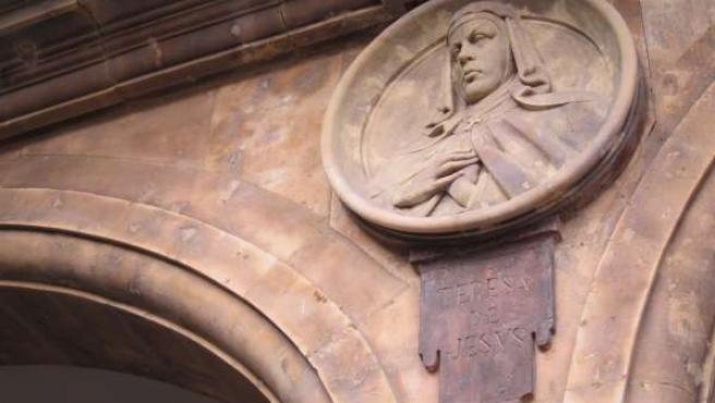 Medallón de Santa Teresa en la Plaza Mayor de Salamanca