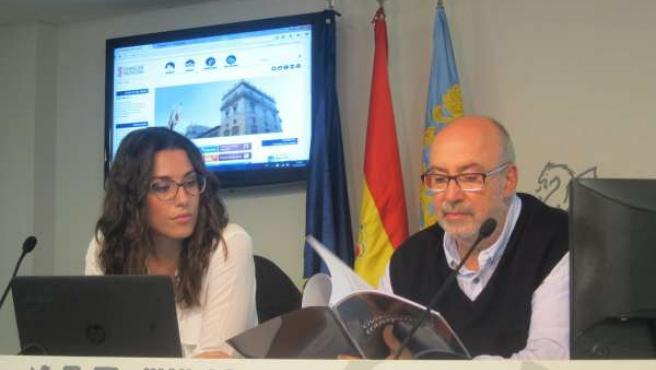 Alcaraz junto a la directora general de Transparencia en la rueda de prensa