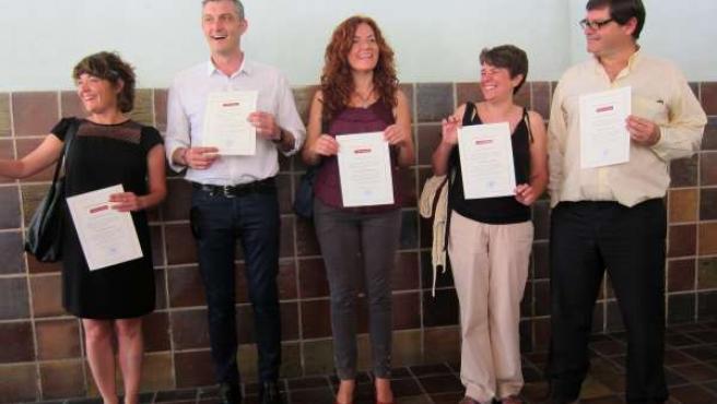 Cinco de los seis diputados electos de Podemos tras recoger credencial.