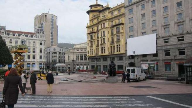 Plaza de La Escandaleracon el escenario a medio montar.