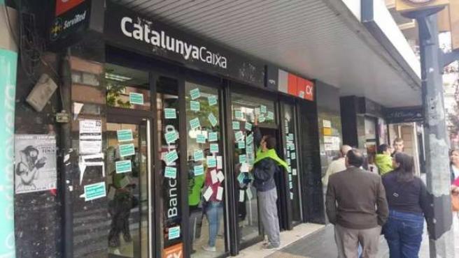 Protesta ante la sede de CatalunyaCaixa.